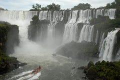 Cascades à écriture ligne par ligne d'Iguazu - Argentine Images libres de droits