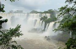 Cascades à écriture ligne par ligne d'Iguazu, Argentine, Amérique du Sud Photos libres de droits