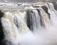 Cascades à écriture ligne par ligne d'Iguazu, Brésil, Argentine photos libres de droits