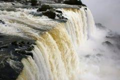 Cascades à écriture ligne par ligne d'Iguazu, Brésil, Argentine photo libre de droits