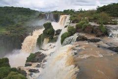 Cascades à écriture ligne par ligne d'Iguazu en Argentine Photo stock