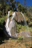 Cascades à écriture ligne par ligne dans une province Trinidad, Cuba Photos stock