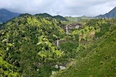 Cascades à écriture ligne par ligne de Kauai Photographie stock