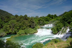Cascades à écriture ligne par ligne de Krka (Croatie) Photo stock