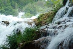 Cascades à écriture ligne par ligne de Krka (Croatie) Photographie stock