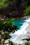 Cascades à écriture ligne par ligne de la Jamaïque Photos libres de droits