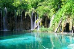 Cascades à écriture ligne par ligne de lac Plitvice Photos stock