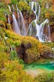 Cascades à écriture ligne par ligne de lacs Plitvice Photographie stock libre de droits