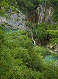 Cascades à écriture ligne par ligne de Plitvice. Belles cascades à écriture ligne par ligne multiples Photos libres de droits