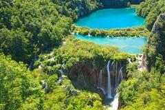 Cascades à écriture ligne par ligne de stationnement national de Plitvice, Croatie photographie stock libre de droits