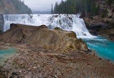 Cascades à écriture ligne par ligne de Wapta, près de d'or, BC, le Canada Photographie stock