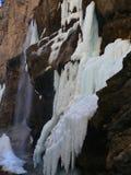 Cascades à écriture ligne par ligne figées Cascades de Chegem Russie Photo libre de droits