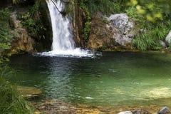 Cascades à écriture ligne par ligne, montagne d'Olympe, Grèce photos libres de droits
