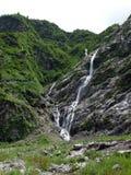 Cascades étroites diverses en Himalaya inférieur Image libre de droits
