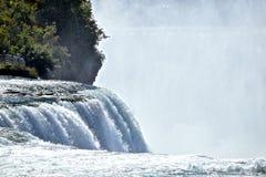 Cascades au parc d'état de chutes du Niagara à New York Photographie stock