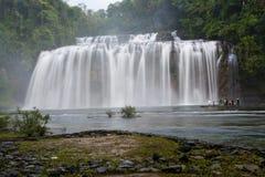 Cascades avec de l'eau soyeux Image stock