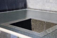 Cascades commémoratives dans le site de World Trade Center, New York City Image libre de droits