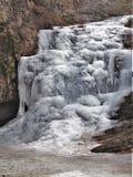 Cascades congelées au parc d'état accrochant de roche Image libre de droits