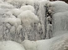 Cascades congelées au parc d'état accrochant de roche Photo stock