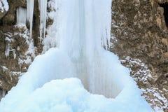 Cascades congelées dans le Caucase du nord, Karachay-Cherkess Repub image libre de droits