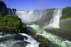 Cascades à écriture ligne par ligne d'Iguazu Photo stock