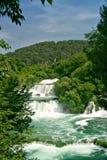 Cascades à écriture ligne par ligne de Krka (Croatie) Photographie stock libre de droits