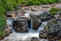 Cascades à écriture ligne par ligne de zen Images stock