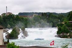 Cascades à écriture ligne par ligne du Rhin, Suisse Photo libre de droits
