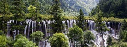 Cascades d'été de JiuZhaiGou photos stock