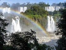 Cascades d'Iguazu à la frontière du Brésil et de l'Argentine Photographie stock