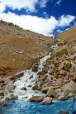 Cascades de rivière de montagne Image libre de droits