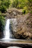 Cascades de vacances d'enquête de voyage de passage couvert photographie stock
