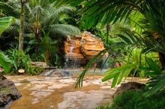 Cascades en pierre de l'eau Photos libres de droits