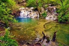 Cascades et lac Photographie stock libre de droits