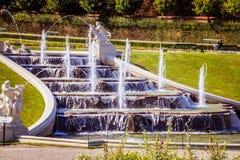 Cascades fontaine, jardin de belvédère à Vienne, Autriche photo stock