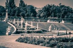 Cascades fontaine, jardin de belvédère à Vienne, Autriche photographie stock libre de droits