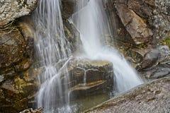 Cascades froides de grincement - cascade géante images libres de droits