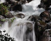 Cascades lentes dans Alasksa Photo libre de droits