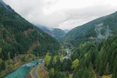 Free Cascades Mountains, Oregon, Pacific Northwest, USA - Santiam River Valley Below Detroit Dam Stock Photography - 177281612