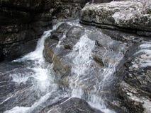 Cascades saisonnières dans la vallée du lac Klontalersee photographie stock
