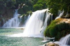 Cascades sur la rivière de Krka. Parc national, Dalmatie, Croatie image stock