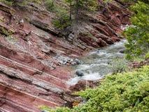 Cascades sur la rivière claire Photos libres de droits