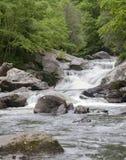 Cascadestype watervallen Stock Afbeeldingen