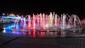 Cascadez les fontaines dans la zone piétonnière de Penza Photographie stock libre de droits