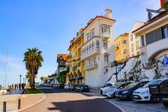 CASCAIS, PORTOGALLO - 26 MARZO 2018: Una bella vista di vecchio centro urbano famoso di Cascais immagini stock