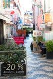 CASCAIS, PORTOGALLO - 24 SETTEMBRE 2017 Scena della via di Cascais Fotografie Stock Libere da Diritti
