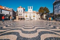 Cascais Portugal, November 2017: Cascais stadskärna med touri Royaltyfria Foton