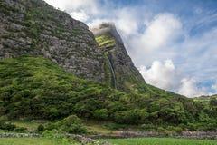 Cascata做Poco做Bacalhau,在亚速尔群岛海岛o上的瀑布 免版税库存图片