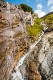 Cascata all'alta strada alpina di Grossglockner nelle alpi europee Fotografie Stock