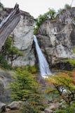 Cascata all'inizio dell'autunno, parco nazionale dei ghiacciai di Los, EL Chalten, Argentina di Chorrillo del Salto patagonia fotografia stock libera da diritti